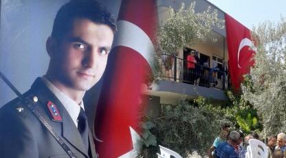 Çatışmada şehit düşen Jandarma Teğmen Selim Coşkun'un şehadet haberi Adana'ya ulaştı.